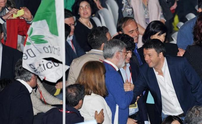 Pd: al via manifestazione a Torino con Renzi
